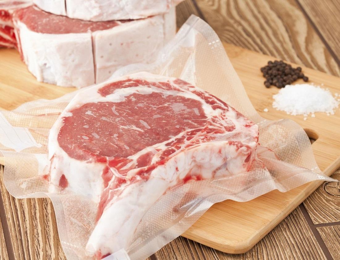 凍肉雪到「硬梆梆」,如何快速解凍又可保存肉的鮮味?